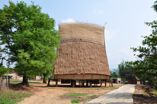 rong-house-central-highland-vietnam